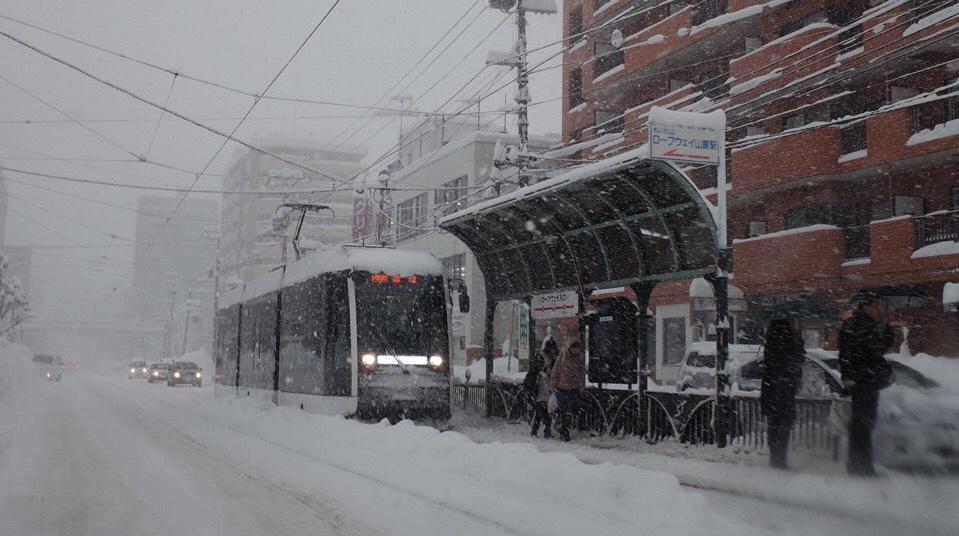 冬の札幌市電は雪で運休・遅延するか、地元の市電通勤者が詳しく解説